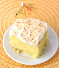 Who said you can't enjoy a delicious piece of Cake straight from the Crockpot? That's right ~ this Crockpot Lemon Burst Cake Recipe is so delicious! Crockpot Dessert Recipes, Crock Pot Desserts, Slow Cooker Desserts, Dump Cake Recipes, Homemade Desserts, Crockpot Meals, Frosting Recipes, Easy Desserts, Cooker Recipes