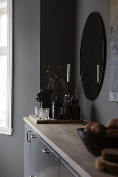 Dark shades in design have been very popular lately, and now they are used not only in modern loft spaces or bachelor pads but often in the design of ✌Pufikhomes - source of home inspiration Studio Apartment Layout, Small Studio Apartments, Small Apartment Living, Studio Apartment Decorating, Apartment Interior Design, Modern Apartments, Living Rooms, Wooden Bathroom, Wooden Kitchen