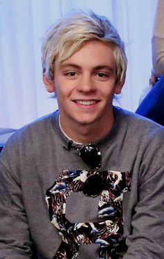 Interviewer: Ross do you wanna say something to (Y/N) Ross: Yeah, sure i love you and i Will be home soon!