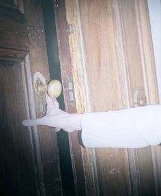 Wendy exploring the Salem house in the middle of the night after hearing a noise. Maybe chanting // the black tapes Shaggy Rogers, Flowers In The Attic, Nate River, Coraline Jones, Southern Gothic, House On A Hill, American Horror Story, American Gothic, Resident Evil