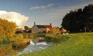 The Fabulous Cotswold Manor Hall - Sleeps up to 26 Guests