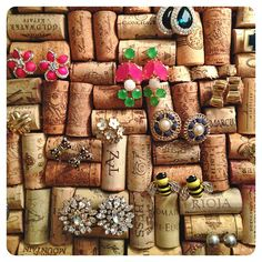 Easy wine cork DIY! Make a cork board and use for earring storage! @victoria_daily on IG