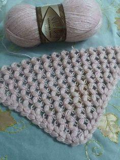 Zikzak şal modeli... Crochet Afghans, Crochet Prayer Shawls, Crochet Scarves, Crochet Shawl, Crochet Clothes, Knit Crochet, Shawl Patterns, Crochet Stitches Patterns, Love Crochet