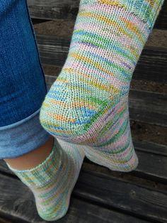 носки с хорошей громкой пяткой Cable Knit Socks, Knit Mittens, Knitting Socks, Mitten Gloves, Knitting Needles, Winter Stockings, Stockings Outfit, Knitting Paterns, Socks And Heels
