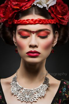Beautiful young woman with bright red make up looking like Frida Kahlo. Over black background Beauty Shoot, Hair Beauty, Frida Kahlo Makeup, Glamour Makeup, Oriental Fashion, Fantasy Makeup, Makeup Art, Dead Makeup, Makeup Style