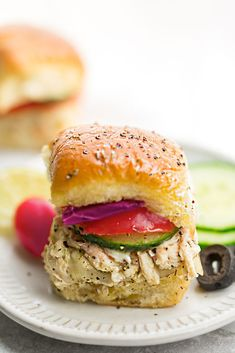 Mediterranean Chicken Sliders - perfect easy appetizers for parties, game day and barbecues. Full of Greek-inspired flavors with tender chicken, feta, gooey cheese and topped with cool and creamy Tzatziki sauce. Greek Appetizers, Appetizers For Party, Appetizer Recipes, Tzatziki Sauce, Feta, Chicken Sliders, Mediterranean Chicken, Slider Recipes, Greek Chicken