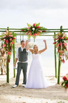 Fiji Weddings   Leanne and Bradley   Warwick Fiji   Cheer Wedding Photography
