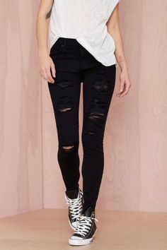 We got the skinny on skinnies: these babies are a must-have in your artillery. The Sophie Skinny Jean is black and features front shred detailing, five-pocket design, high-waisted silhouette, and front fly. It's made in a stretch denim, so you'll look like a heart-throb without having to hold your breath for hours. Team it up with a vintage rocker tee and combat boots for that classic Nasty look. By A Gold E.*Cotton/Tencel/Elastane *Runs true to size *Model is wearing smallest size ...
