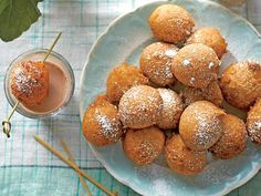 Wash down these warm, Cinnamon-Sugar Doughnut Bites with a shooter of ice-cold chocolate milk. Donut Recipes, Brunch Recipes, Appetizer Recipes, Muffin Recipes, Appetizers, Cooking Recipes, Apple Cinnamon Bread, Cinnamon Rolls, State Fair Food
