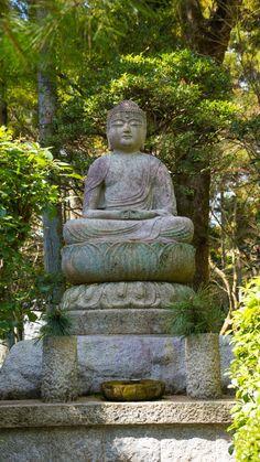 Buddha Statue at Ryoanji Zen Temple, Kyoto, Japan | cultivatorkitchen.com