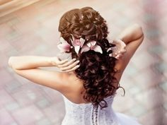 7 Great Tutorials on Wedding Hairstyles …    Tutorials on Wedding Hairstyles I'm about to show you here are supposed to give you a few ideas on how to style your hair for the big day …