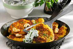 Kürbis-Zucchini-Puffer mit Kräuter-Joghurt Vegetarische Gerichte Rezepte Haushalt Leimer KG