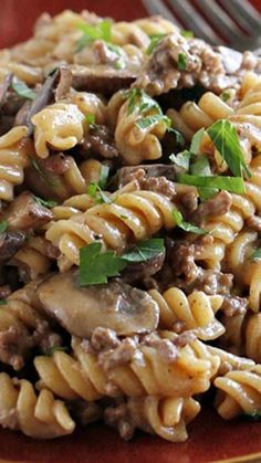 One Pot Ground Beef Stroganoff ~ full of beefy flavor. And there is only one pot to clean up after dinner! Comforting and humble, this One Pot Ground Beef Stroganoff is full of beefy flavor. And there is only one pot to clean up after dinner! Quick Hamburger, Beef Stroganoff Taste, Turkey Stroganoff, Easy Ground Beef Stroganoff, Mushroom Stroganoff, Creamy Italian Chicken, One Pot Meals, Easy Meals, Beef Recipes For Dinner