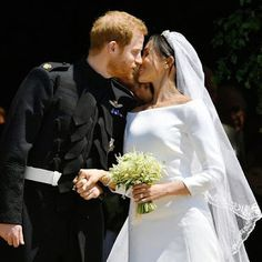 Prince Harry and Meghan Markle, our new Duchess of Sussex, shared their wedding kiss with the world — and here's how they honored the late Princess Diana. Royal Wedding Prince Harry, Harry And Meghan Wedding, Harry Wedding, Wedding Kiss, Wedding Ceremony, Wedding Day, Trump Wedding, Reception, Camo Wedding