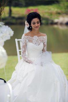 Prachtige prinsessen trouwjurk met kanten off shoulder lijf