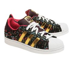ADIDAS ORIGINALS Superstar W Floral Gold Merlot Black // Patterned... ($95) ❤ liked on Polyvore featuring shoes, sneakers, gold shoes, black shoes, floral print sneakers, cap toe shoes and adidas originals trainers