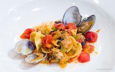 Tortelli di gamberi e basilico viola in guazzetto di vongole e verdure di Paolo