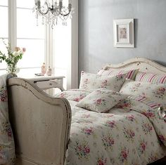 Vintage, Antiques and Shabby  I am in love with the bed and the bedding!