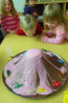 Cause an explosion – with your home made volcano! Cause an Explosion – with your Homemade Volcano Science Experiments For Preschoolers, Preschool Science Activities, Science Crafts, Fun Activities To Do, Cool Science Experiments, Science Fair, Science For Kids, Infant Activities, Nursery Activities