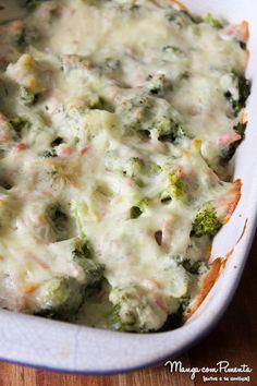 Receita de Brócolis com Queijo - Gratinado, perfeito para um almoço durante a semana. Clique aqui e veja o modo de preparo no Manga com Pimenta.