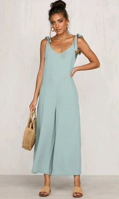 Nice to know you sleeveless tie strap v neck open back loose wide leg indie xo wide leg jumpsuits outfits 2020 Jumpsuit Outfit, Casual Jumpsuit, Dress Outfits, Summer Jumpsuit, Fitted Prom Dresses, Jumpsuit Pattern, Schneider, Jumpsuits For Women, Spring Outfits