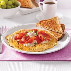 Omelette au saumon fumé - Brunchs - Recettes 5-15 - Recettes express 5/15 - Pratico Pratiques Tacos, Keto, Omelettes, Quiches, Ethnic Recipes, Breakfast Ideas, Discovery, Search, Cheese
