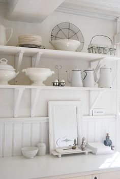 Love the mix of ironstone, enamelware & French wire baskets!
