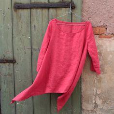 Linen tunic. Lehká lněná tunika, obléká se přes hlavu, je velmi volného střihu s cípy na bocích, bez prsních záševků a s 3/4 rukávy. Shanty chic