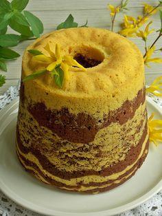 Babka, której się nie piecze, a gotuje w specjalnej, szczelnej formie. Jest bardzo miękka, delikatna i wilgotna. Jednym słowem – przepyszna! Moja babka jest dwukolorowa, gdyż do połowy ciasta… Polish Desserts, Polish Recipes, Sweet Recipes, Cake Recipes, Dessert Recipes, Fun Deserts, International Recipes, Cake Cookies, No Bake Cake