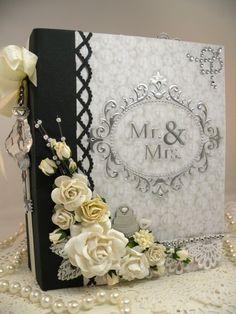 Hermoso álbum hecho a mano como recuerdo de la boda. Un montón más fotos en la entrada de blog injoystampin.com el blog