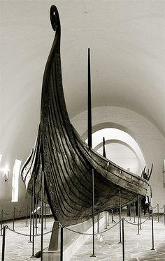 The Oseberg ship ---------------------------------------------------------------------------------------------------------------------------------------------------------------------------------------------------(Viking Blog (copy/paste) elDrakkar.blogspot.com)