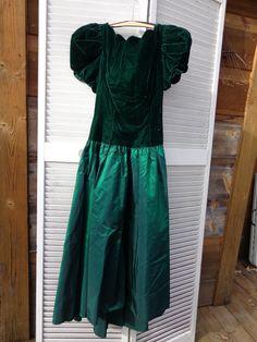 Sale Vintage 1980s Alfred Angelo 4 Green Satin Velvet Dress Elegant Party Wedding Tea Prom Teen Woman ECS - pinned by pin4etsy.com