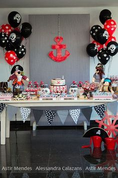 Pirates of the Caribbean pirate party Pirate Birthday, Pirate Theme, Pirate Food, Decoration Pirate, Pirate Party Decorations, Table Decorations, 4th Birthday Parties, Birthday Ideas, Childrens Party