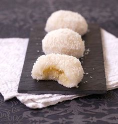 Asian coconut glutinous rice balls with sweet mung bean paste filling Asian Desserts, Köstliche Desserts, Asian Recipes, Sweet Recipes, Dessert Recipes, Desserts Faciles, Cooking Time, Cooking Recipes, Love Food