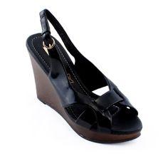 V kolekci Les Tropeziennes najdete elegantní dámské boty na platformě, které jsou hitem letošní sezóny. Nádherné páskové sandálky na podpatku Vás okouzlí svým jedinečným vzhledem!