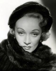 Marlene Dietrich, 49 yaşında (1951) DoğumMarie Magdalene Dietrich 27 Aralık 1901 Schöneberg, Alman İmparatorluğu Ölüm6 Mayıs 1992 (90 yaşında) Paris, Fransa Etkin yılları1919-1984 MeslekAktris, şarkıcı EşiRudolf Sieber (e.1923-1976; ölümü) ÇocuklarıMaria Riva, doğum 13 Aralık 1924 (90 yaşında)