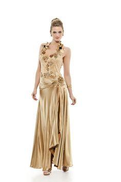 Vestido longo frente única em cetim com corpo bordado e aplicações de flores. Decote discreto nas costas e fenda na saia. Cod. 101420