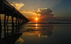 Coucher de soleil – Horizon – Mer – Nuages – Passerelle – Paysage splendide – Rayon de soleil – Vagues