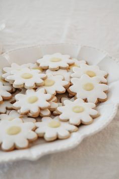 Quincy Mae's daisy inspired birthday from Kelli Murray - 100 Layer Cake Daisy Party, Daisy Wedding, Daisy Cakes, 100 Layer Cake, Let Them Eat Cake, Sugar Cookies, Healthy Recipes, Cake Decorating, Sweet Tooth