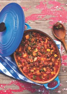 Vegan Bean Chili recipe from Crazy Sexy Kitchen by Kris Carr with Chad Sarno Vegan Bean Chili, Veggie Chili, No Bean Chili, Bean Chilli, Vegetarian Times, Vegetarian Cookbook, Vegetarian Recipes, Healthy Recipes, Vegetarian Chili