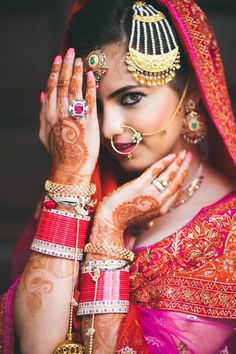 Indian Bride Photography Poses, Indian Bride Poses, Indian Wedding Poses, Indian Wedding Couple Photography, Indian Bridal Photos, Bridal Photography, Photography Couples, Asian Bride, Indian Weddings