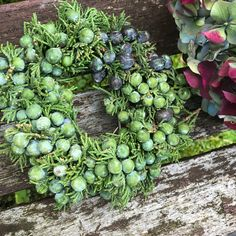 Herbstlicher Kranz Modern Country Style: 25 Of The Best Vintage Flowers Bouquet Ideas Click through for details. Spring Door Wreaths, Easter Wreaths, Christmas Greenery, Christmas Wreaths, English Country Decor, Country Wreaths, Greenery Wreath, Old Trees, Welcome Wreath
