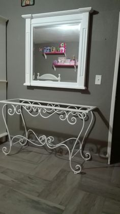 Iron Steel, Iron Table, Flower Stands, Iron Decor, Steel Furniture, Tiny House Plans, Diy Desk, Room Themes, Decoration