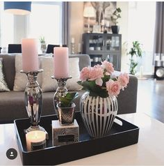 Me gusta veces, 45 comentarios - Mona Theres / Gefällt mir Mal, 45 Kommentare – Mona Therese Influencer (@ über Como veces, 45 comentarios – Mona Therese Influencer (@ sobre, gusta de influencia # # Comentarios Coffee Table Centerpieces, Decorating Coffee Tables, Table Decorations, Table Decor Living Room, Bedroom Decor, Coffee Table Styling, Tray Decor, Living Room Designs, Inspiration