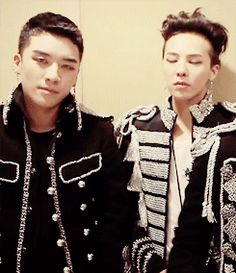 I'm just kinda laughing at the little zwoooOOP on the right XD //// NyongTory/G-Ri.gif (BIGBANG)