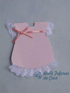 Convite em papel rosa bebe em poá ,e fita de cetim. Os dizeres de dentro é você que escolhe.