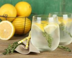 Eau citronnée détox pour perdre du poids : www. women beauty and make up Lemon Water Benefits, Lemon Health Benefits, Healthy Cocktails, Detox Drinks, Drinking Hot Lemon Water, Mozzarella Sandwich, Lemon Water In The Morning, Jus Detox, Lemon Detox