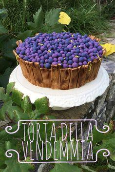 Una semplice Torta di Mele travestita da Tino pieno d'Uva. Una Torta veloce e di effetto realizzata con la pasta di zucchero colorata Renshaw