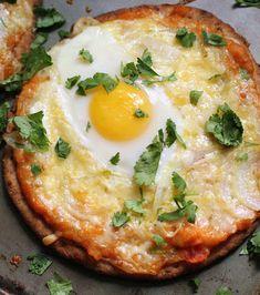 Naan Breakfast Pizza - this looks interesting! #breakfast #pizza