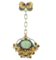 Sweet pea brooch. Rene Lalique (1860-1945) Ca. 1900. Opal, enamel, plique a jour, gold. Zoom via Christies.